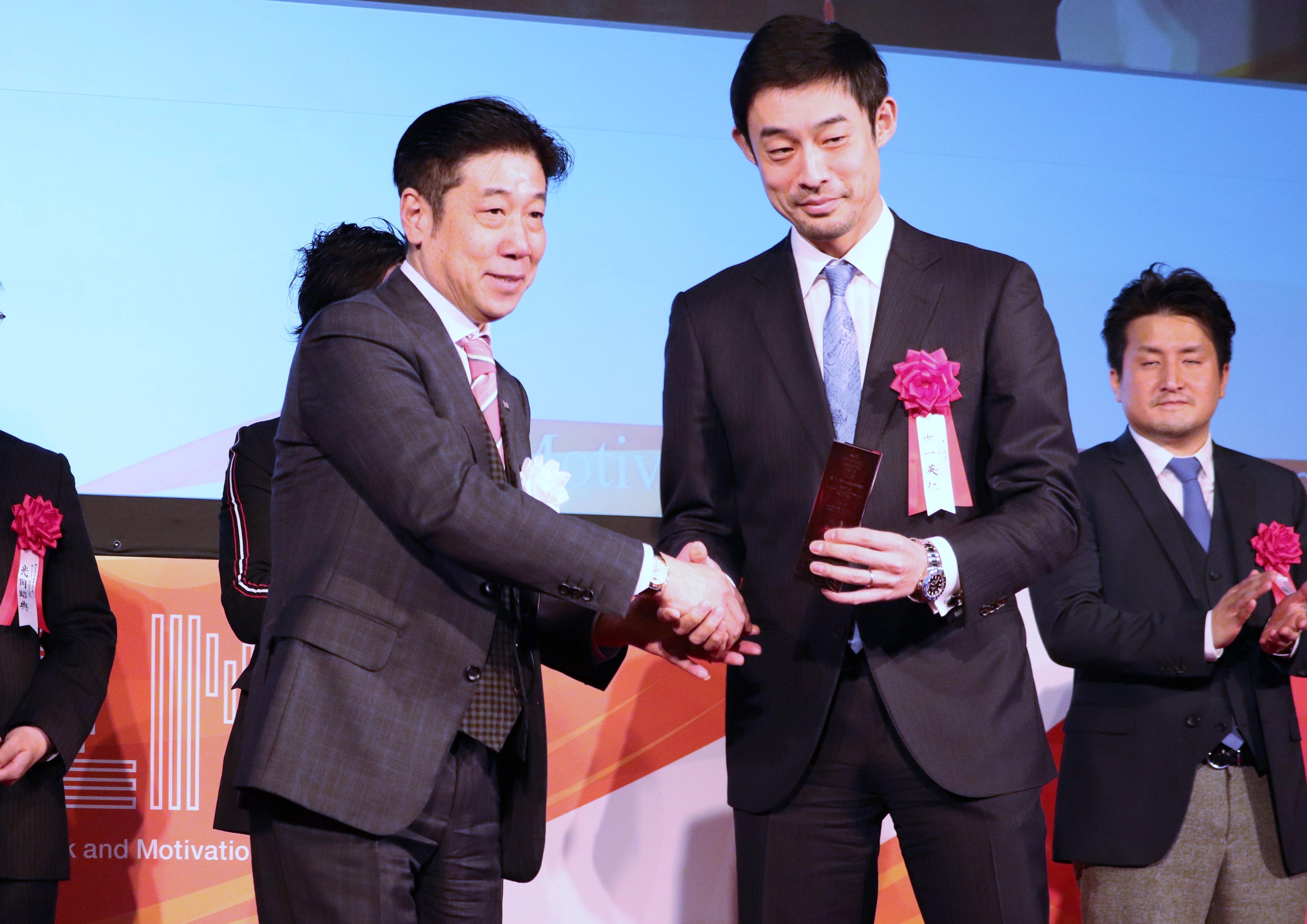 株式会社リンクアンドモチベーション代表取締役会長、小笹さん(左)とキュービックの代表・世一(右)